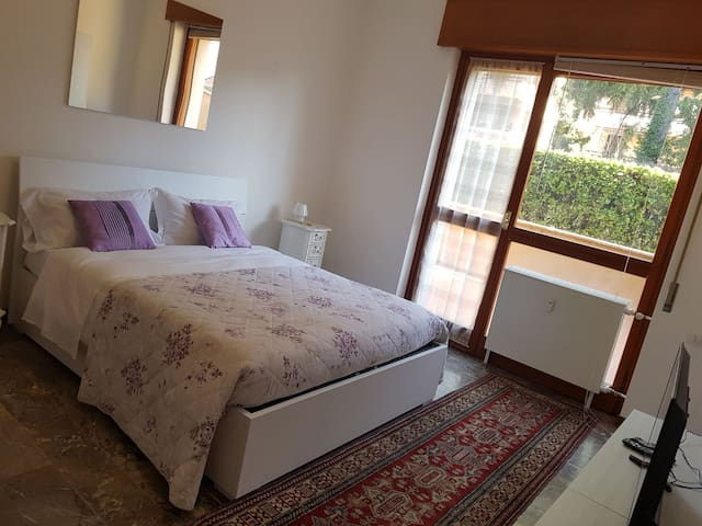 Appartamento  con ampio terrazzo vista giardino
