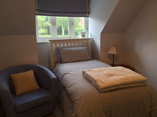 Single room very close to St Fagans and DeCourceys