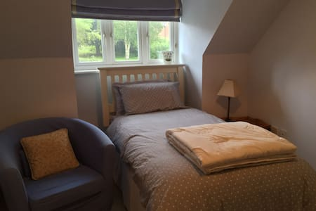 Single room close to City Centre and St Fagans. - Cardiff - Huis