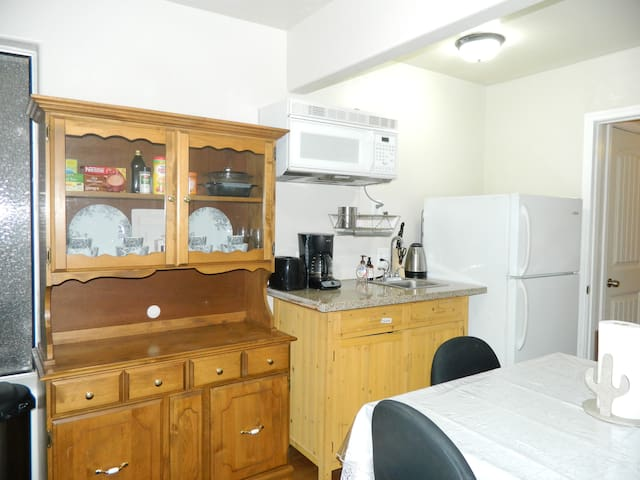 Kitchenette has three cooking stoves, full fridge, roaster oven, utensils, knives, cutting board, drying rack, etc. for all cooking needs