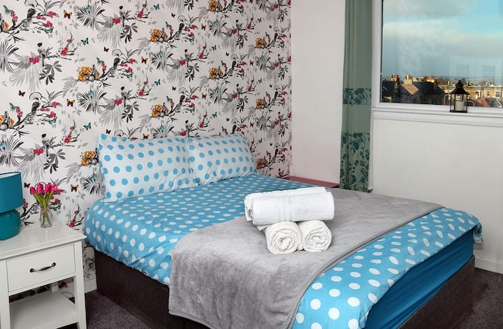 Kingsize room/near city centre/Sunny Apartment