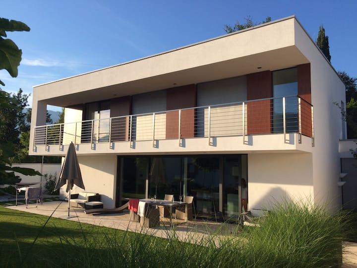 Architektenvilla mit Berg- und Seeblick