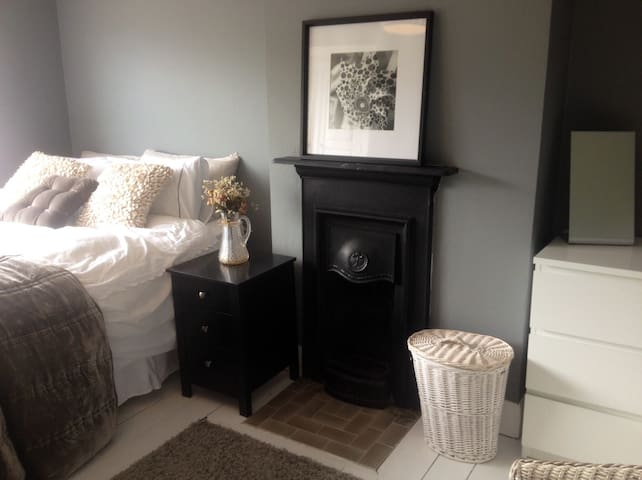 Beautiful sunny room with superking size bed  Hove