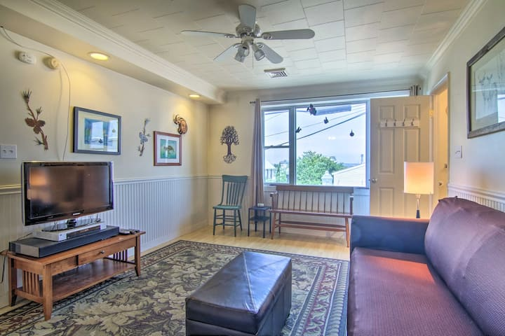 NEW! Central Apt w/ Gas Grill, Walk to the Beach!