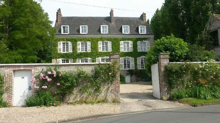 Spacieuse propriété de famille proche de Giverny