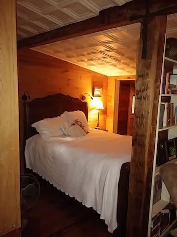 Master bedroom with queen sleigh bed