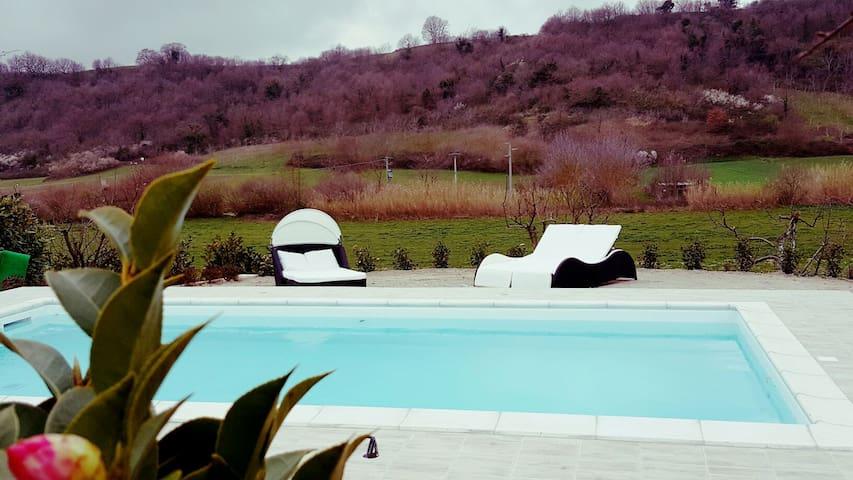 villa con piscina a 5 min dal lago - Arlena di Castro - House