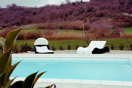 villa con piscina a 5 min dal lago - Arlena di Castro - Dům