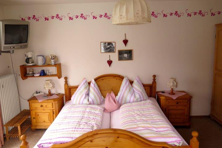 Bed&breakfast room for 2 mountainview @grainau - Grainau - ที่พักพร้อมอาหารเช้า