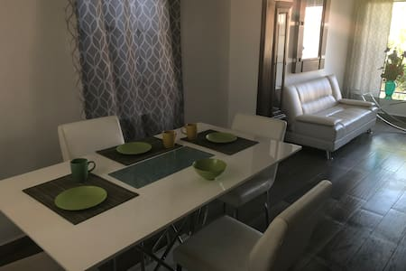 Mini-apartment - AC! Great location! 10min border