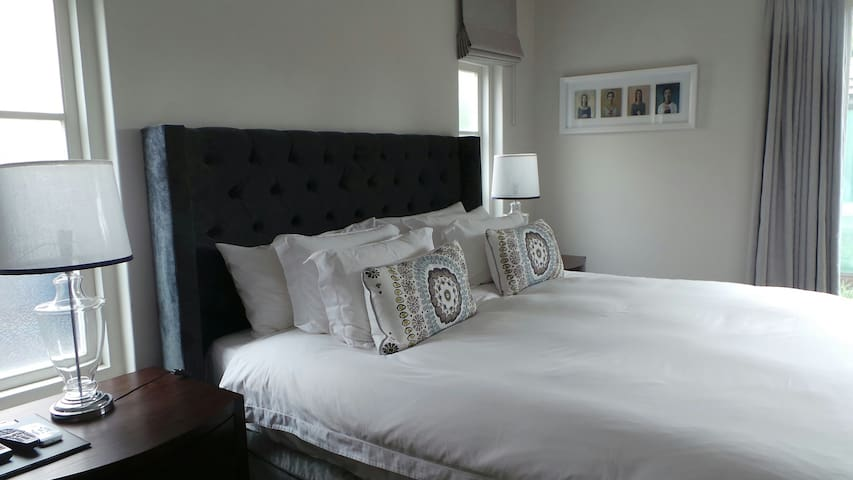 Luxurious bedsit, fully serviced