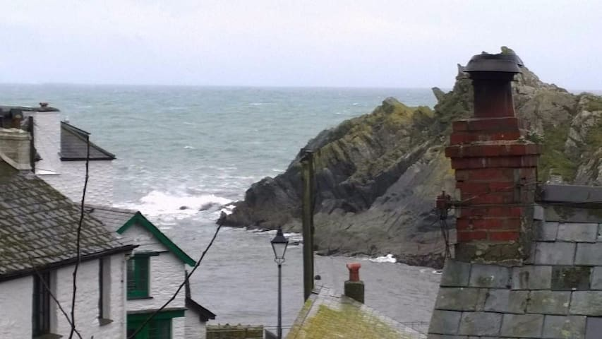 The Old Police Cottage Polperro garden & sea views