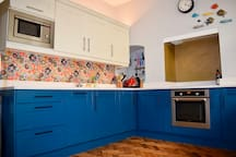 Colourful 2 BR Family Townhouse, Ideally Located