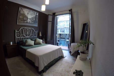 Habitación cerca de Plaza España! - Barcelona