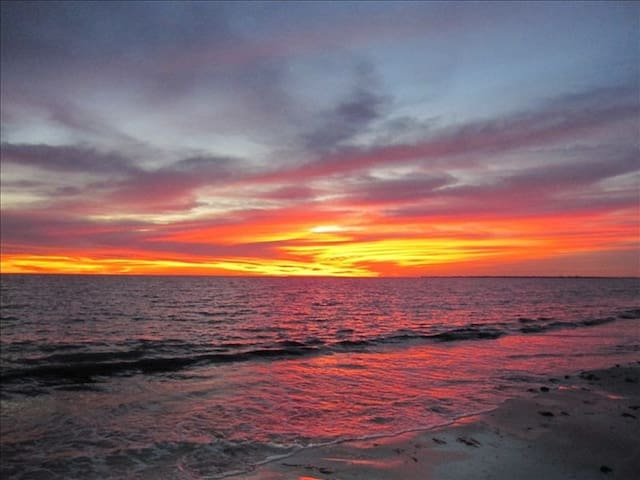 Beach Front Condo with Pool- Great Sunset Views - Fort Myers Beach - Apartment