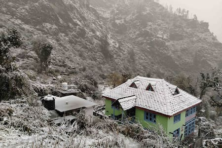 Sun View Mountain Cabin in Gargi village