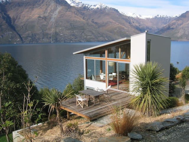 Lakeside Maisonette - absolute lakefront