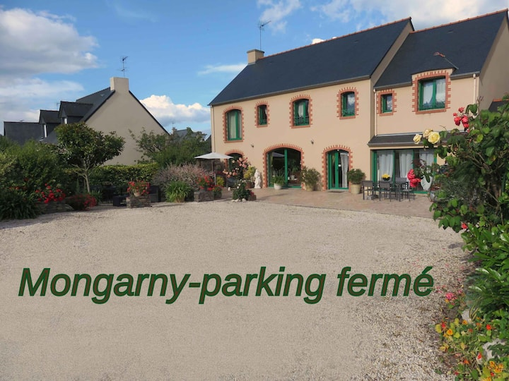 CANCALE-MONGARNY CH LES CROLLES-PARKING CLOS.