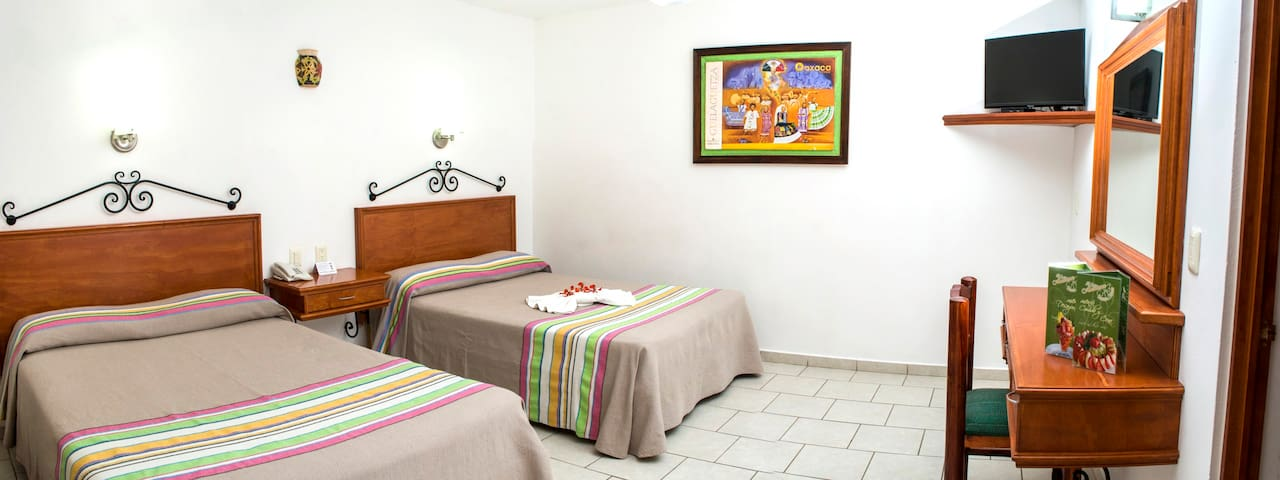Los Olivos Spa - Room 3 with two double beds