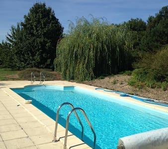 Charming rural cottage with pool - Lencloitre
