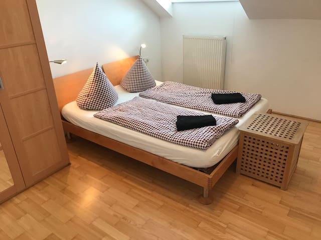 Helle Wohnung Im Dachgeschoß Mit Gratis Parkplatz!