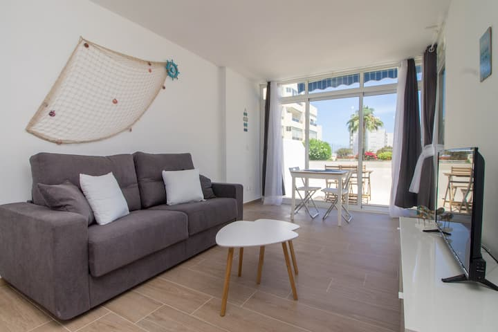 Apart2min beach,big TERRACE+garage+WIFI+sofa bed