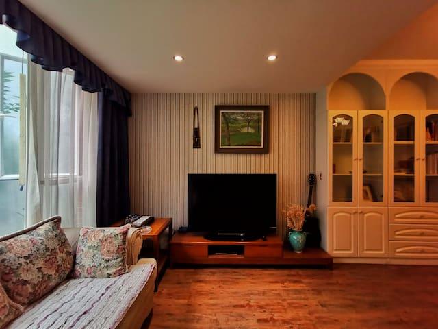 客人私享专属客厅,有无线网络电视享用。