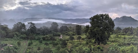 Hill top Villa 2.5 hrs from Mumbai/Pune in nature