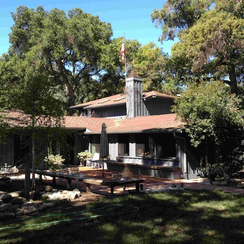 Five-Oaks Cabin - Carmel Valley - Talo