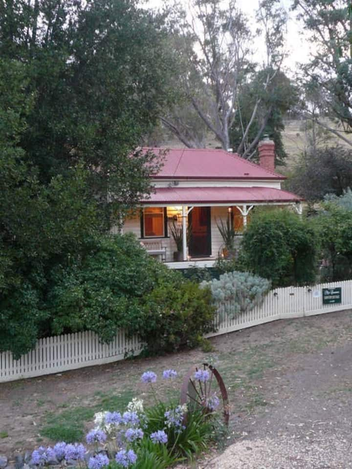 Sinnamon's Cottage, Maldon, VIC