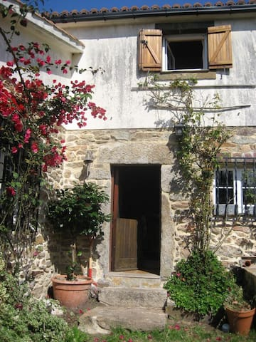 Stone Cottage with countryside views - Viseo - Casa