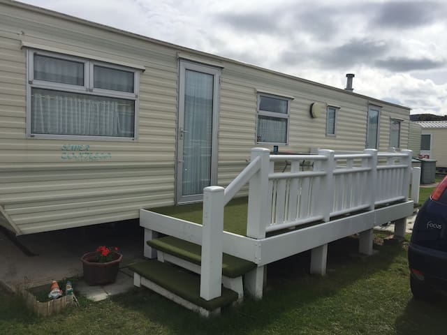 Sunny Prestatyn Beach Bright holiday home sleeps 6 - Prestatyn