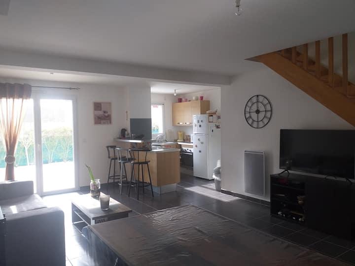 Chambre privative spacieuse dans maison lumineuse