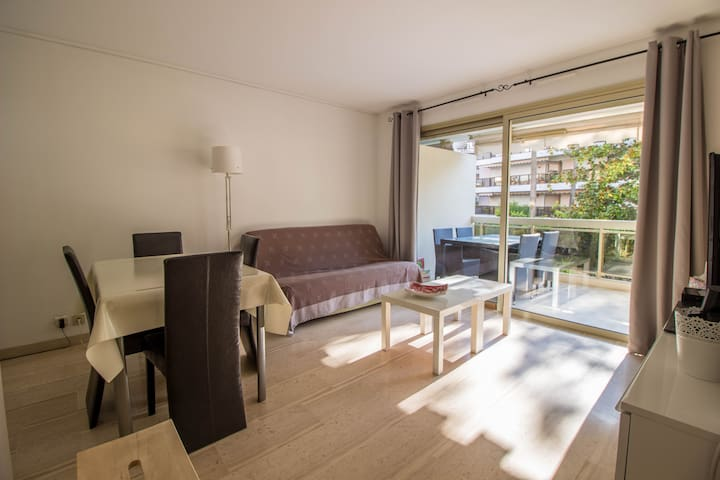 2 rooms with terrace Palm Beach
