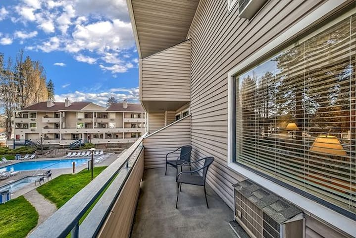 *NO GUEST SERVICE FEE* Poolside Condo Right By The Shores Of Lake Tahoe