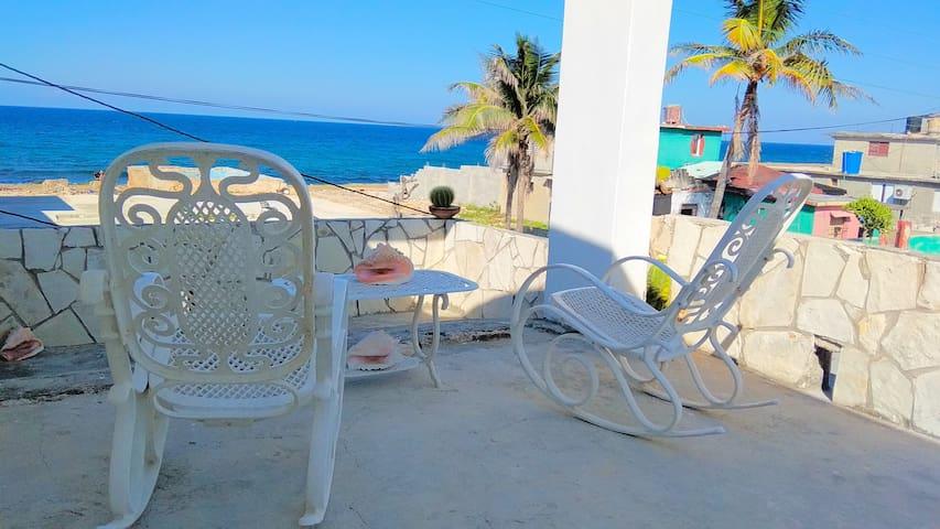 Casa Itaya, terraza con vista al mar