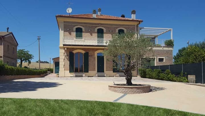 Casa Vandina con vasca idromassaggio in estate