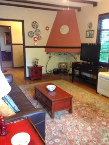 Spacious 1 Bedroom Plus Office in Historic Bldg - Cincinnati - Apartamento
