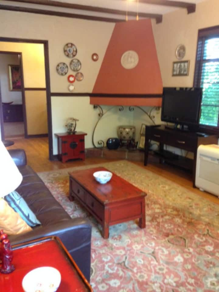 Spacious 1 Bedroom Plus Office in Historic Bldg