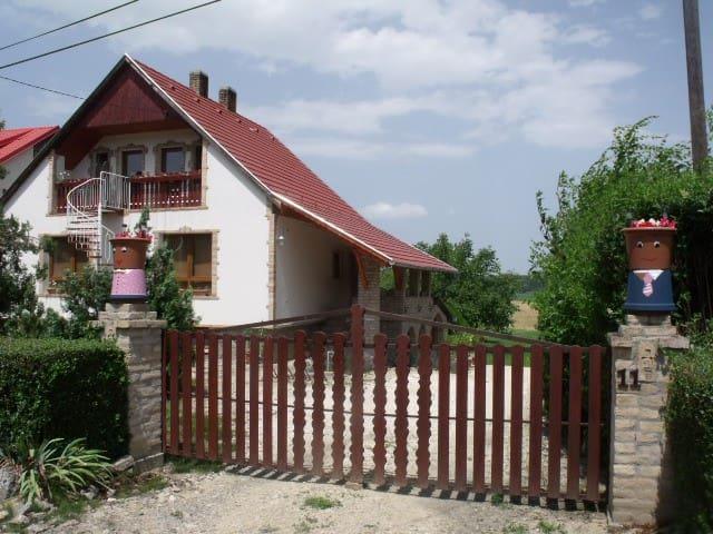 Hagyományőrző  családbarát ház a Gemenc területén - Báta - Gjestehus