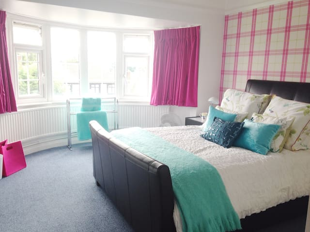 Double Bed Close To Station.