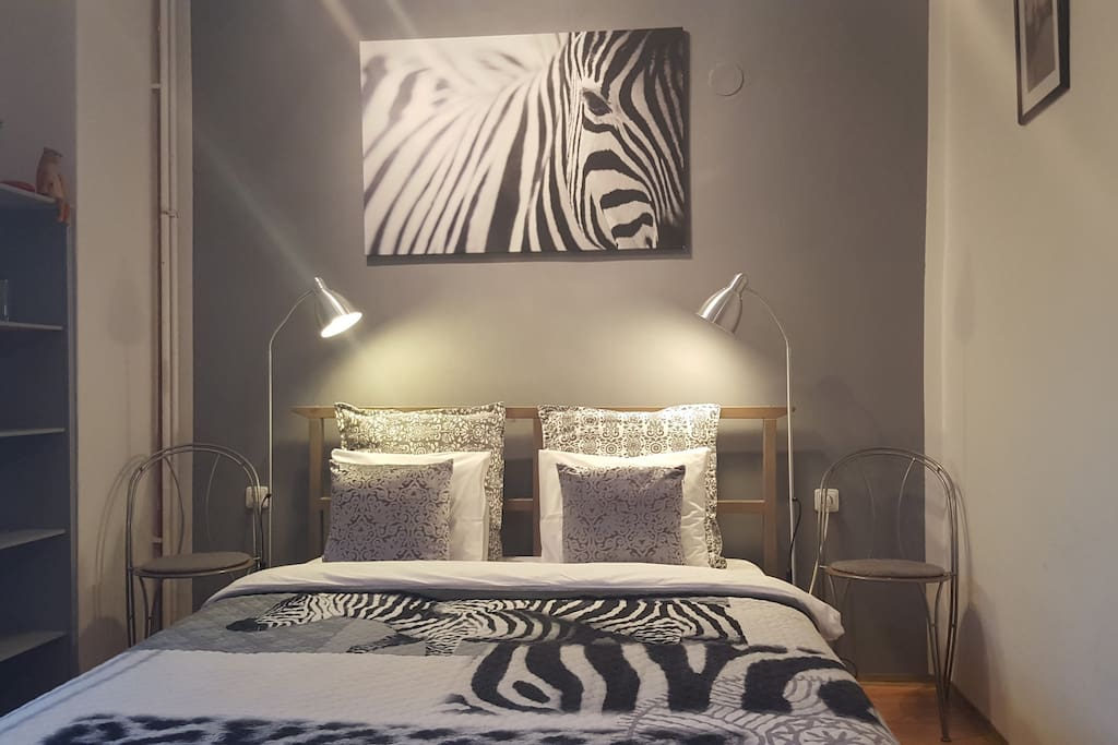 Zebra room - king size bed / pure cotton linen