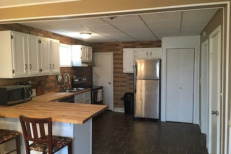 Updated Home near Downtown - Ely - Casa
