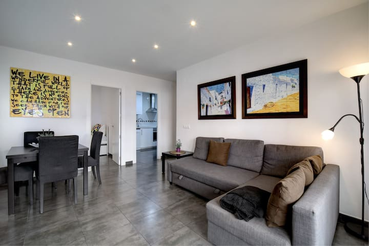 Large apartment 5 minutes from the beach