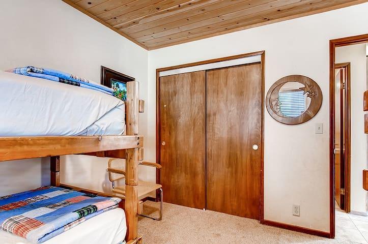 """Tree House"" 3BR Pine Mtn Club Cabin - Pine Mountain Club - Kisház"