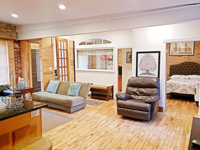 ★★★Charming 2BR near downtown, +FREE parking★★★