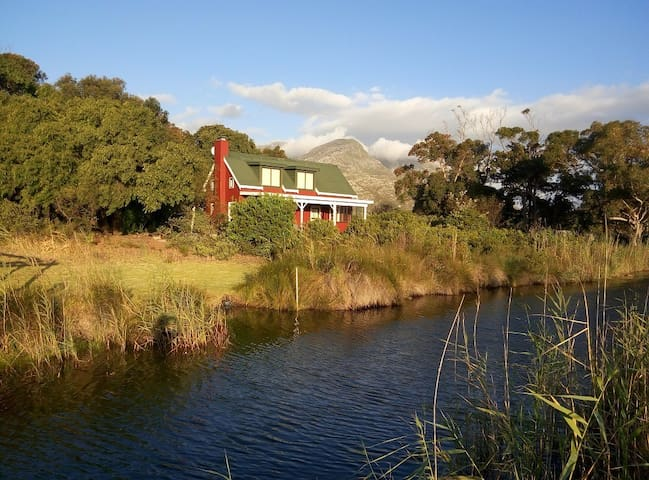 River Cottage offers privacy and tranquillity.
