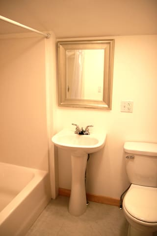 Phoenicia Lodge - Suite 13