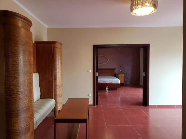Boutique hotel /spa~1 bd suite 2 blks to square