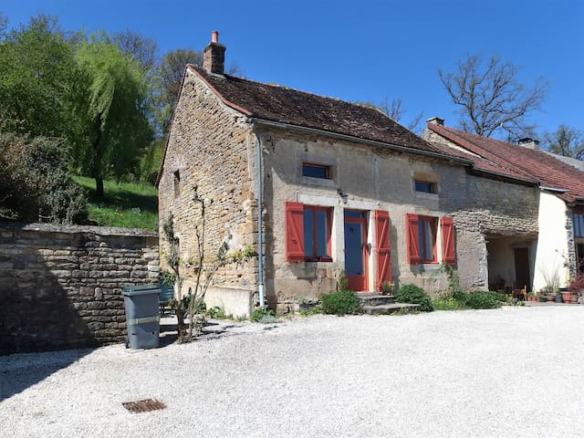 Lovely cottage in Burgundy - SAINTE-COLOMBE-EN-AUXOIS - Cabin